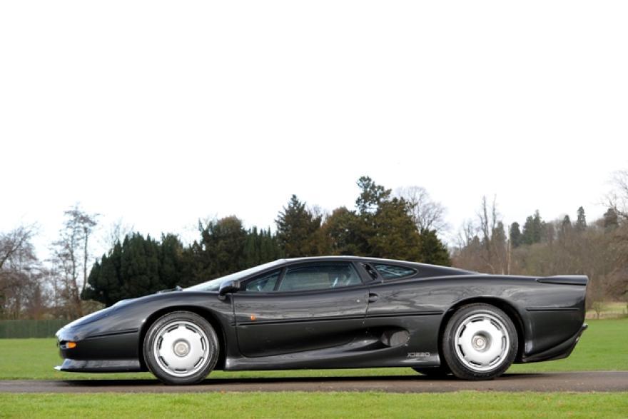 Jaguar XJ220 bude na prodej v aukci