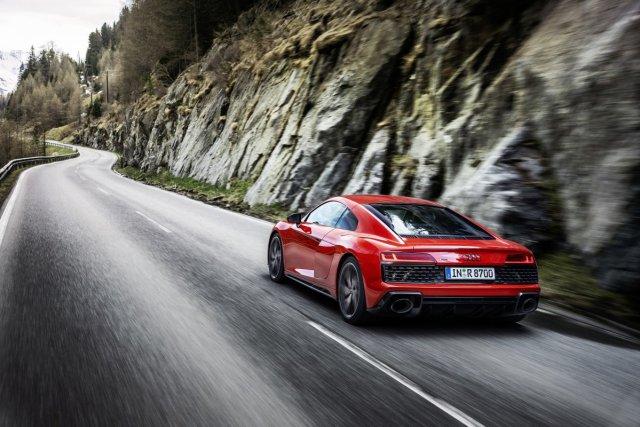 Audi_R8_Coupe_V10_performance_RWD