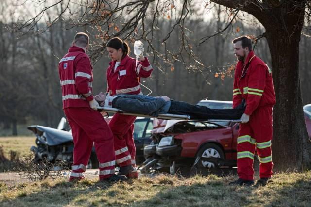 nehoda_zachranari