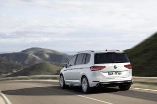 Volkswagen-Touran-R-Line-02