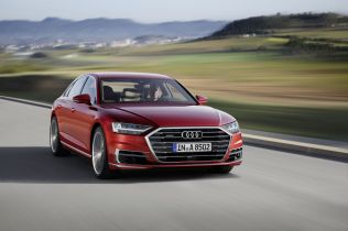 2018-Audi-A8- (10)