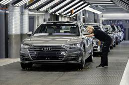 2018-Audi-A8- (58)