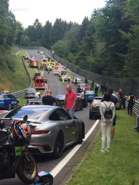 olejova-skvrna-nurburgring-nehoda-video-15