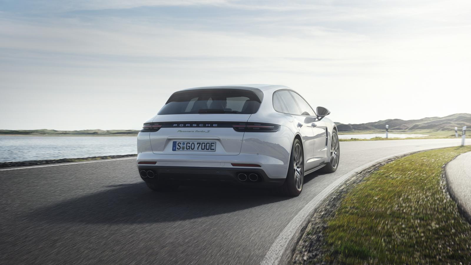 Porsche-Panamera-Turbo-S-E-Hybrid-Sport-Turismo-07