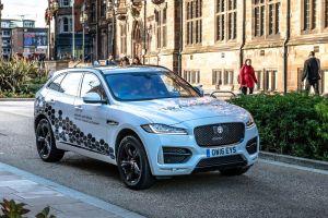 Jaguar Land Rover učí autonomní vozy, jak omezit cestovní nevolnost