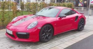 porsche-911-turbo-s-exclusive-series-karbonova-kola