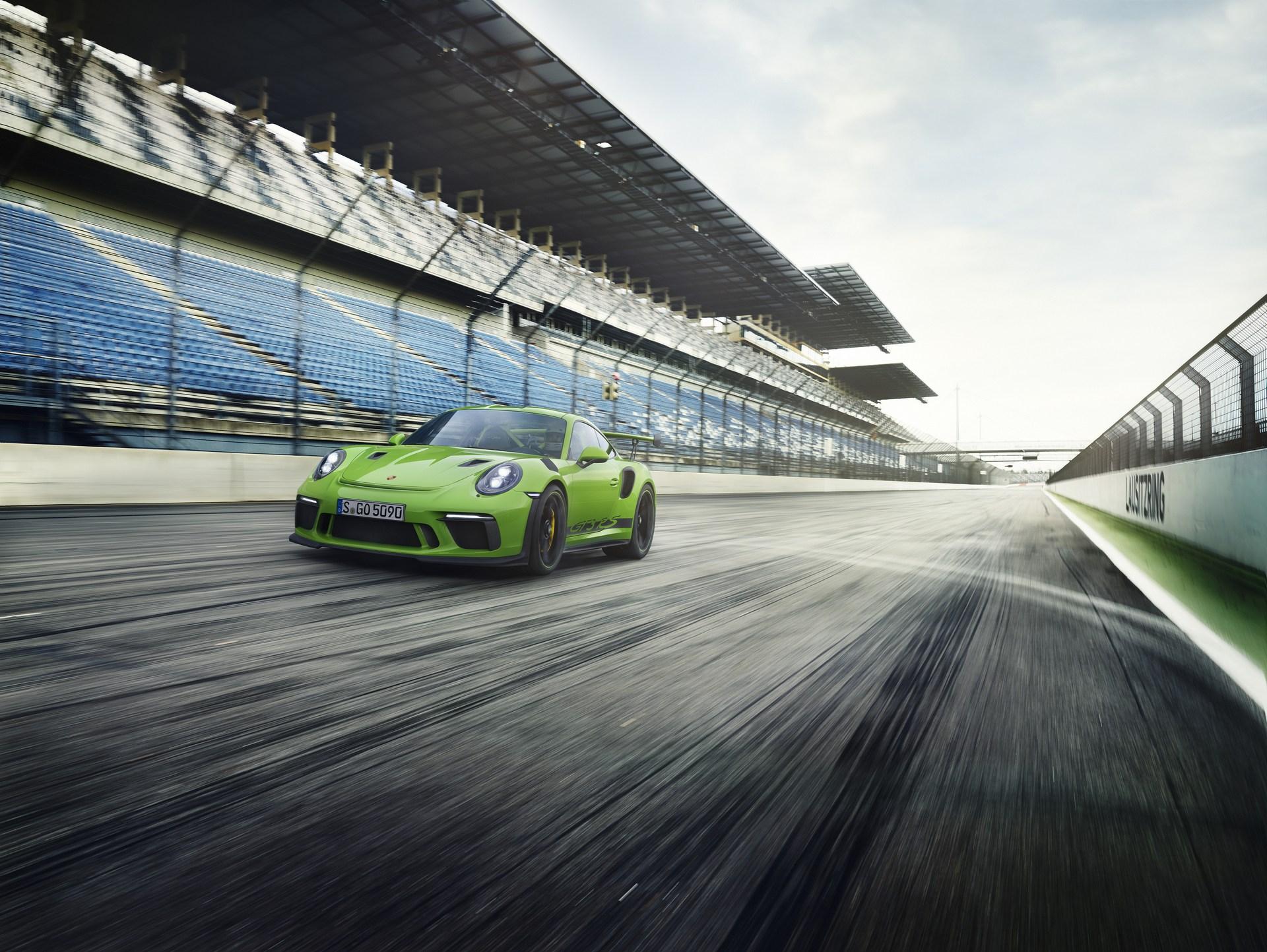 Porsche-911-GT3-RS-1-2