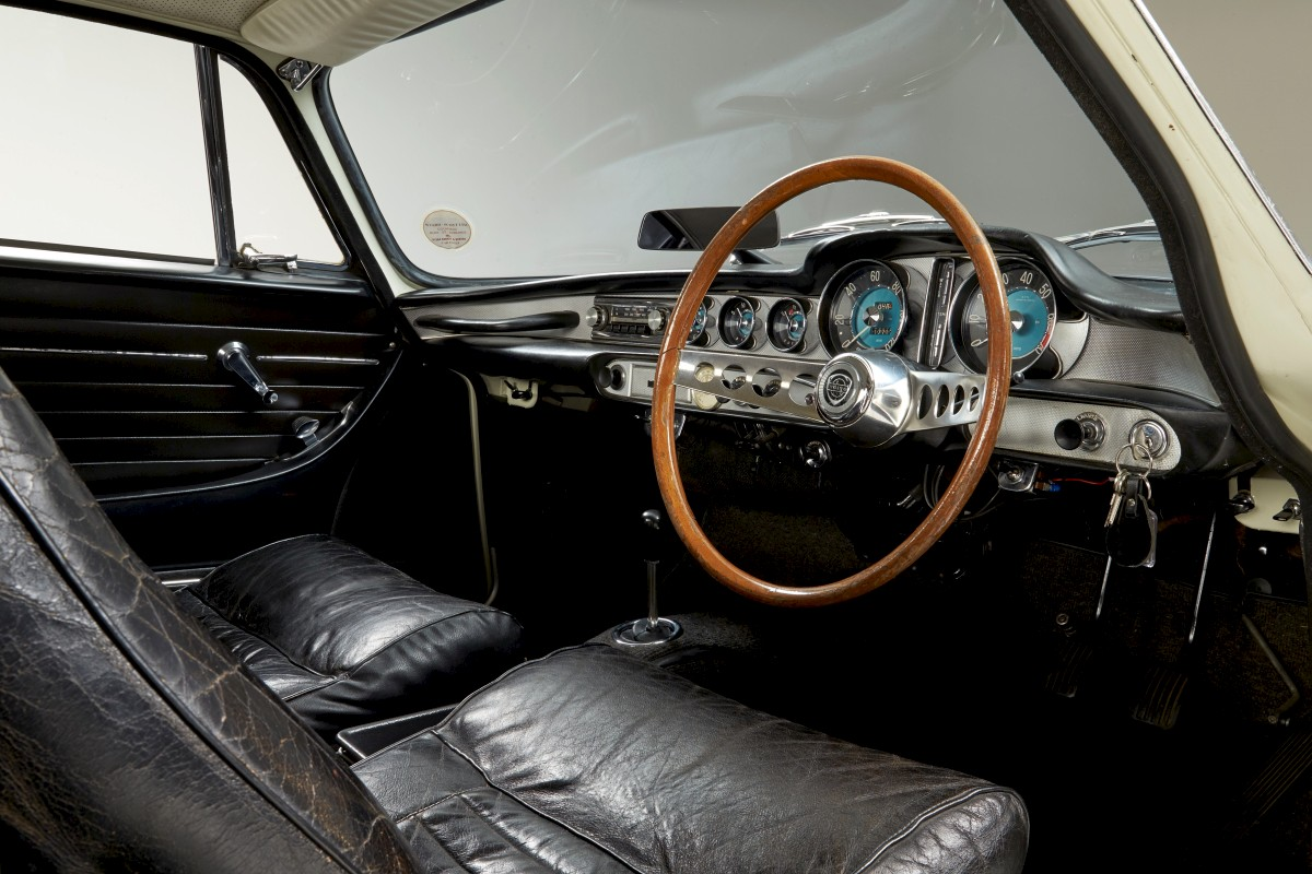 1967-Volvo-P1800S-ST1-ze-serialu-The-Saint-Roger-Moore- (16)