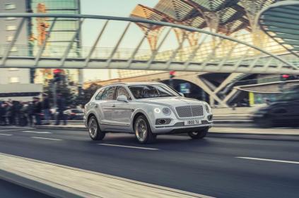 Bentley-Bentayga-Hybrid- (1)