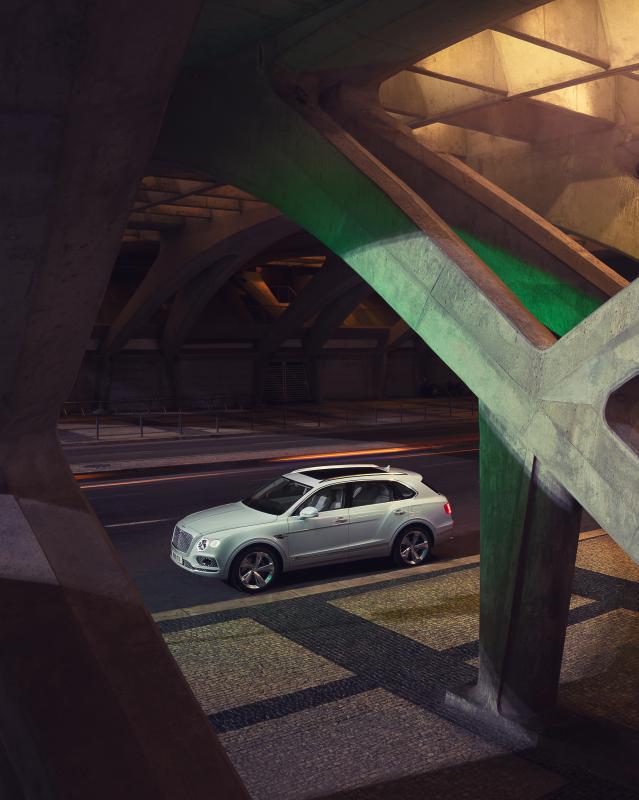 Bentley-Bentayga-Hybrid- (11)
