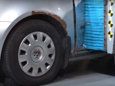 ojety-Volkswagen-Golf-crash-test-video