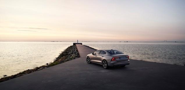 2019-Volvo-S60- (3)