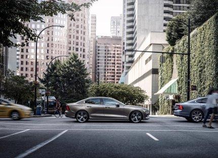 2019-Volvo-S60- (5)