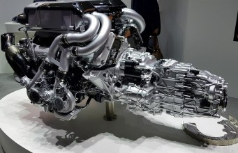 motor bugatti chiron W16 video