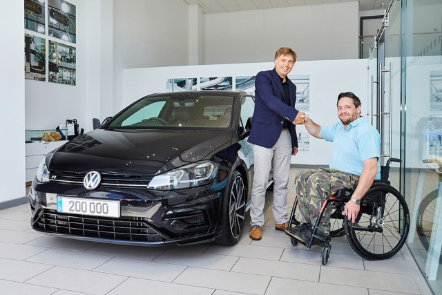 200_000-volkswagen-golf-r