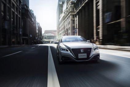 2018-Toyota-Crown- (1)