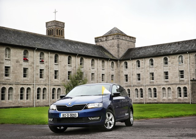 SKODA-RAPID-SPACEBACK-serves-Pope-Francis-during-Irish-visit-2