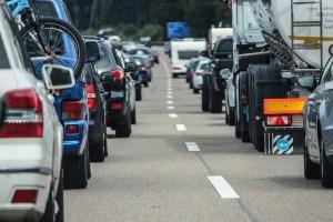 1. říjen přinese na silnici změny v povinné výbavě, lékárničkách i úlevy motorkářům