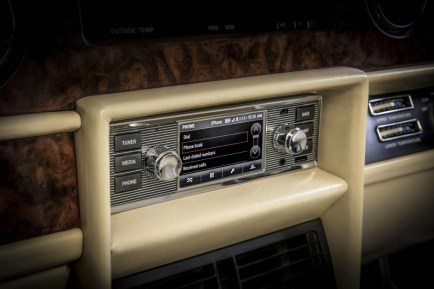 jaguar-land-rover-retro-autoradio-pro-veterany- (1)