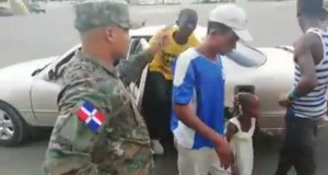 policie-zastavila-auto-s-18-lidmi-video