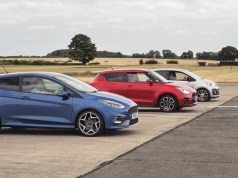 drag-race-sprint-ford-fiesta-st-suzuki-swift-sport-volkswagen-up-gti-video