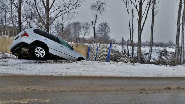 snih-zima-bmw-x5-nehoda