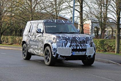 spy-foto-2020-land-rover-defender-carscoops- (1)