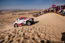 rallye-dakar-2019-po-10-etape-na-konci-dakaru-toyota-gazzoo-racing-Nasser-Al-Attiyah- (2)