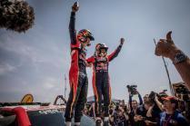 rallye-dakar-2019-po-10-etape-na-konci-dakaru-toyota-gazzoo-racing-Nasser-Al-Attiyah- (5)