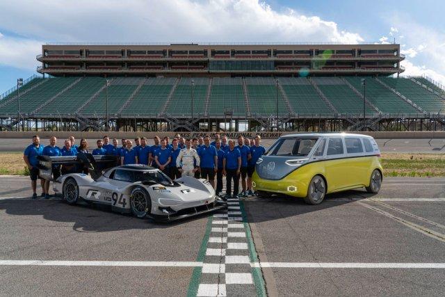 Volkswagen ID. R Pikes Peak & Volkswagen ID. BUZZ, Volkswagen Motorsport Team s řidičem Romainem Dumasem.