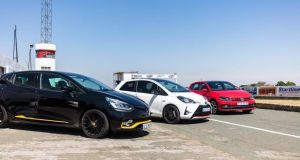 volkswagen-polo-gti-renault-clio-rs-18-toyota-yaris-grmn-zavod-ve-sprintu-video