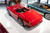 slapaci-auticko-Aston-Martin-Drophead-Coupe-a-Ferrari-250-GT-California-Spyder-na-prodej- (15)