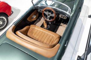 slapaci-auticko-Aston-Martin-Drophead-Coupe-a-Ferrari-250-GT-California-Spyder-na-prodej- (21)