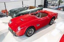 slapaci-auticko-Aston-Martin-Drophead-Coupe-a-Ferrari-250-GT-California-Spyder-na-prodej- (3)