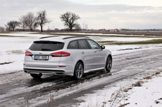 test-2018-ford-mondeo-20-tdci-180k-awd-6powershift- (10)