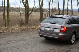 test-ojetiny-2014-skoda-superb-combi-20-tdi-103-kw-4x4-6MT- (9)