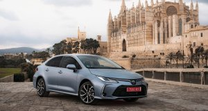 2019-toyota-corolla-sedan- (2)