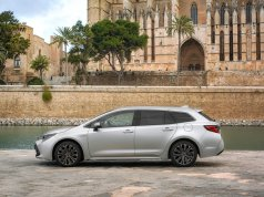 2019-toyota-corolla-touring-sports- (5)