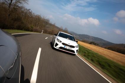 prvni-jizda-2019-kia-proceed-gt-nurburgring- (1)