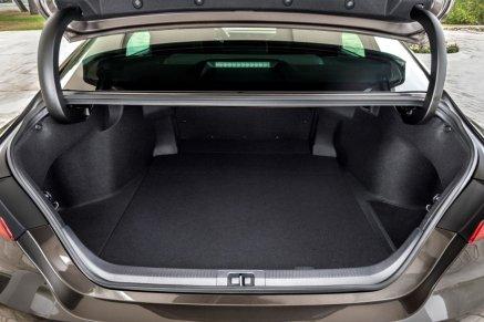 2019-toyota-camry-hybrid- (20)