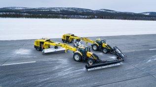 Valtra-T254-Versu-a-Nokian-Tyres-RunwaySnowbot- (1)