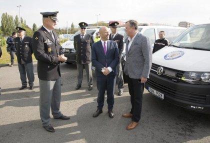 mestska-policie-praha-skoda-octavia-scout-a-volkswagen-transporter- (4)
