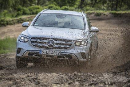 2019-facelift-mercedes-benz-glc-300-d-4matic-off_road- (1)