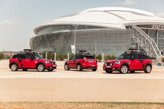 MINI-Cooper-S-E-Countryman-ALL4-doprovodne-vozidlo-2019-International-Mini-Meeting