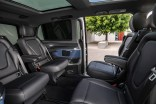 "Der neue Mercedes-Benz EQV - Interieur, intuitive Mercedes-Benz User Experience (MBUX) mit 10-Zoll-Touchscreen, Instrumententafel in ""Midnight Blue"", Luftdüsen in ""Silver Shadow"", Ziernähte in Roségold;Stromverbrauch kombiniert: 27,0 kWh/100 km; CO2-Emissionen kombiniert: 0 g/km*, Angaben vorläufig The new Mercedes-Benz EQV – Interior, intuitive Mercedes-Benz User Experience (MBUX) with 10-inch touch screen, dashboard in midnight blue, air vents in ""Silver Shadow"", stitching in rose gold;Combined power consumption: 27.0 kWh/100 km; combined CO2 emissions: 0 g/km, provisional figures"