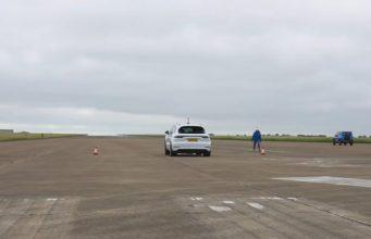 sprint-Bentley_Bentayga_Speed-Mercedes-AMG_G63-Porsche_Cayenne_Turbo-a-Suzuki_Jimny-video