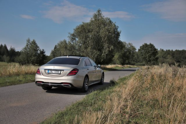 test-2019-mercedes-benz-s560e-plug-in-hybrid- (12)
