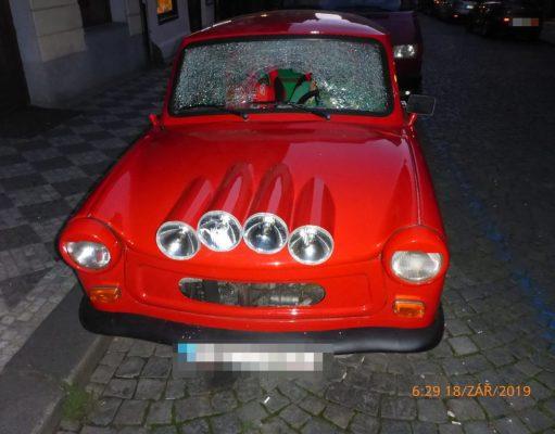 mestska-policie-praha-trabant-vandal