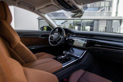 2020_Audi_A8_L_60_TFSI_e_quattro_plug-in_hybrid- (14)