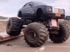 Rolls-Royce-Phantom-monster-truck-video